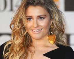 Ella Henderson tops UK album chart with Chapter One