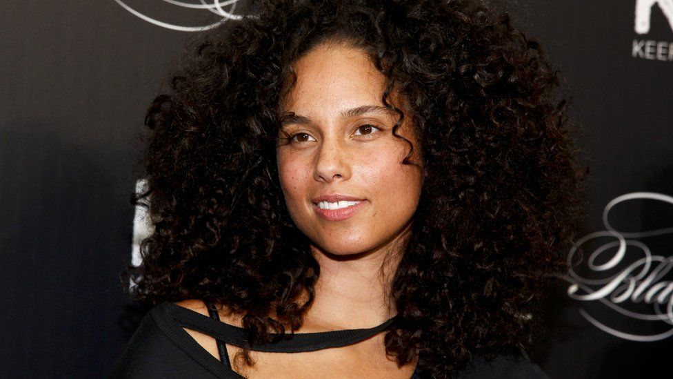 Alicia Keys Says Anyone Who Isn T A Feminist Is Crazy In
